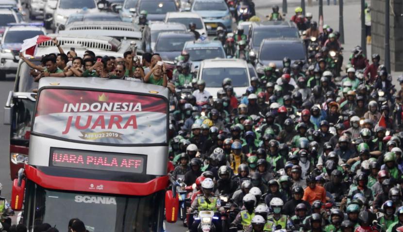 Timnas U-22 Menuju Istana Negara Menggunakan Bus Tingkat