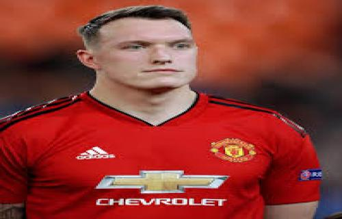Manchester United Memperpanjang Kontrak Phil Jones