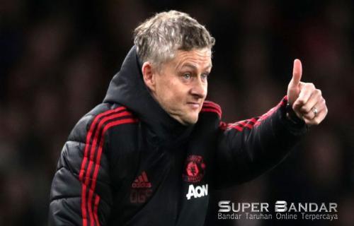 Manchester United Sedang Memantau 3 Pelatih yang akan melatih Timnya