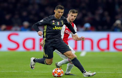 AFC Ajax VS Juventus muncul keributan dan 140 Suporter pembuat Onar ditangkap Polisi